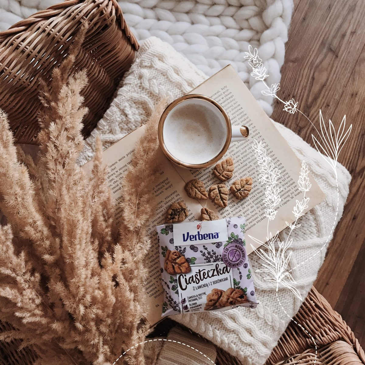 Widok z góry na ciasteczka i kubek kawy